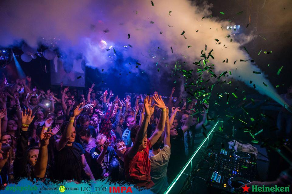 Enjoy Friday v *enjoyclub-e 2020