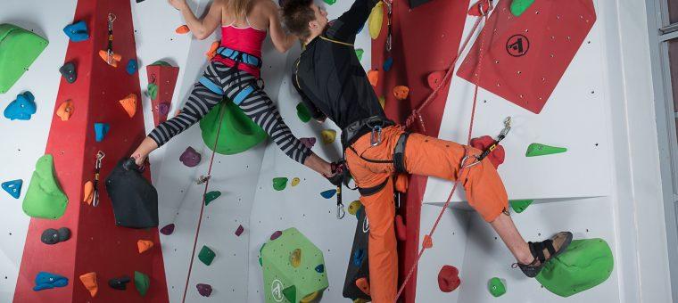 Kurz lezenia na umelej stene pre